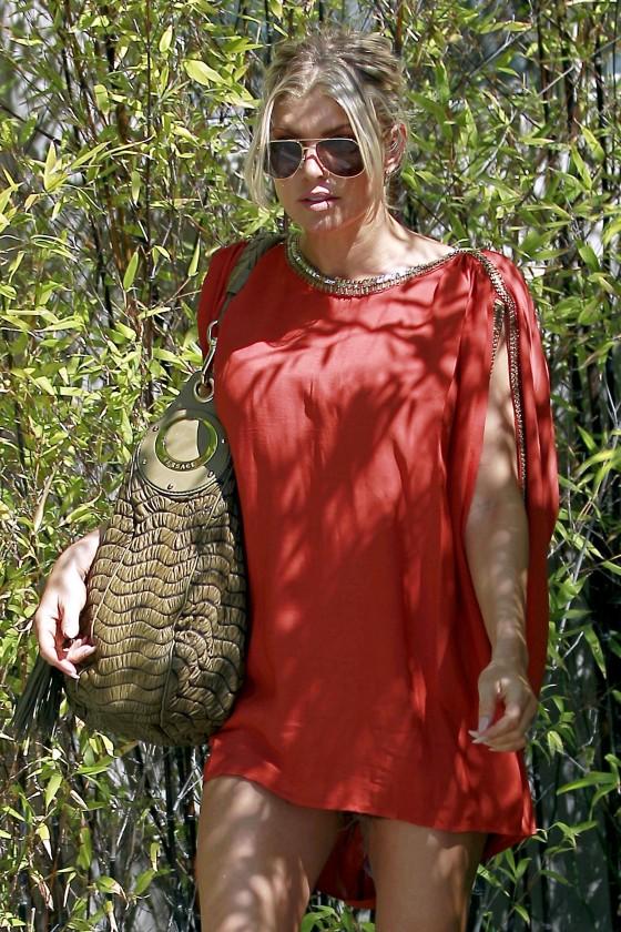 Fergie 2011 : fergie-leggy-candids-in-red-dress-in-la-01
