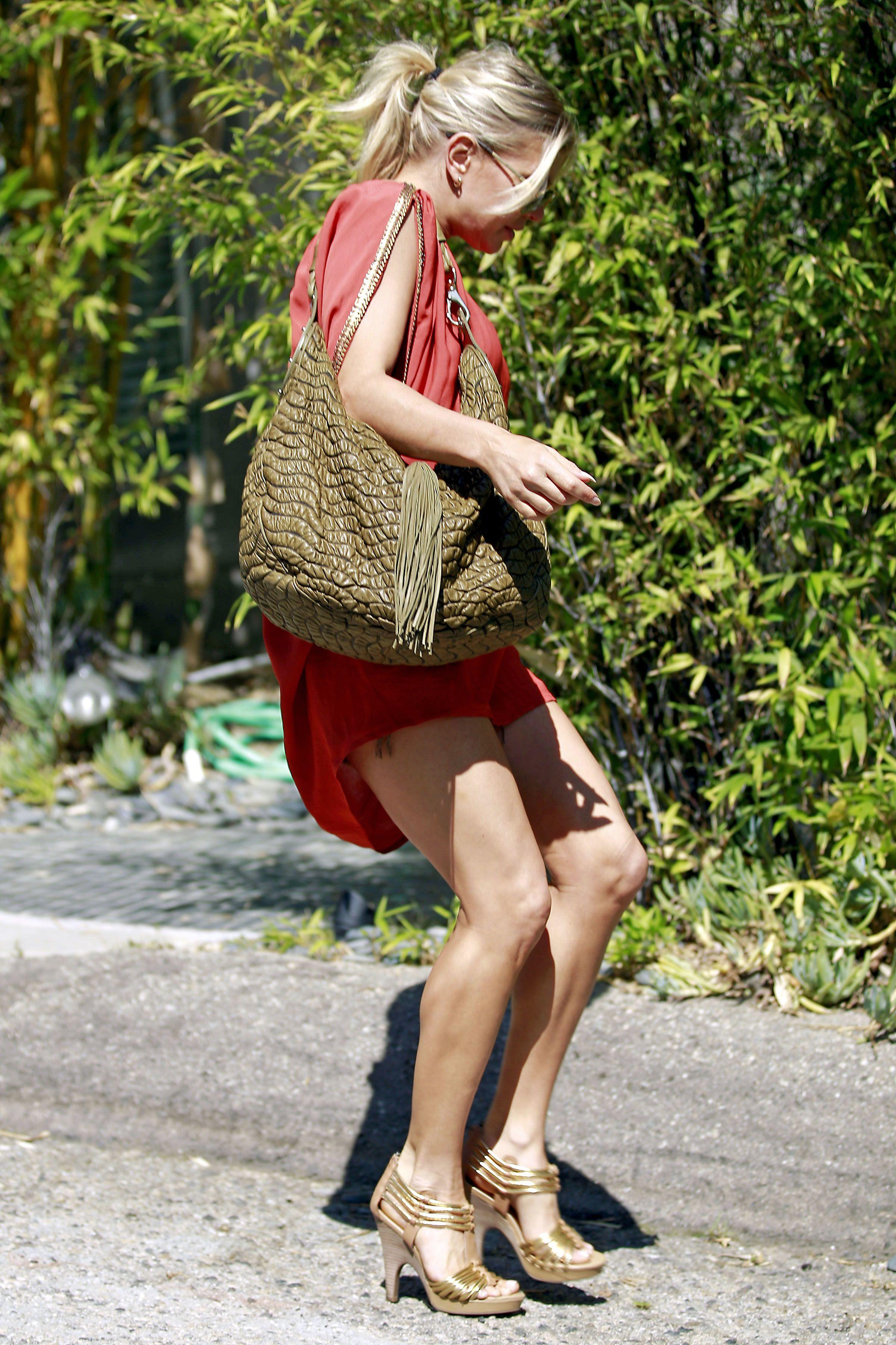 Fergie 2011 : fergie-leggy-candids-in-red-dress-in-la-07