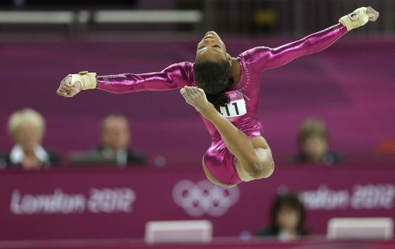 gabby douglas floor routine - photo #6