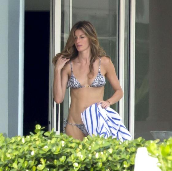 Gisele Bundchen Bikini 2013 in Miami -09
