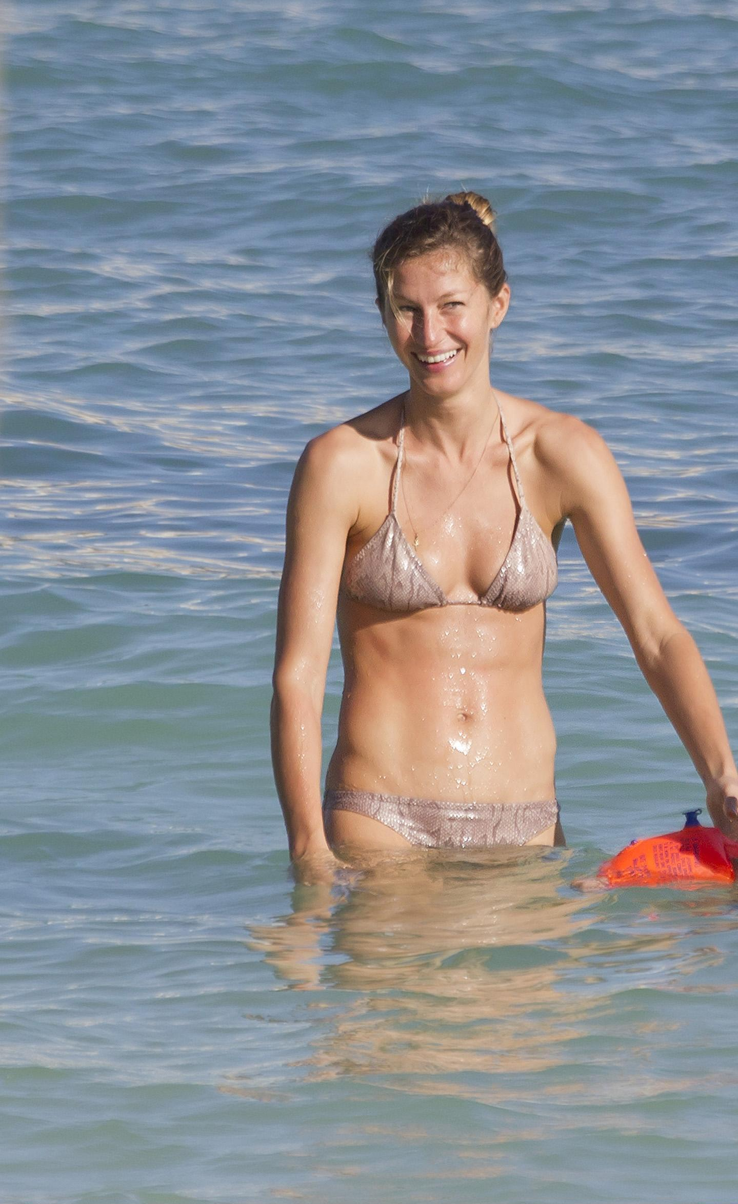 Bikini Gisele Bundchen nude (77 foto and video), Tits, Fappening, Feet, braless 2020