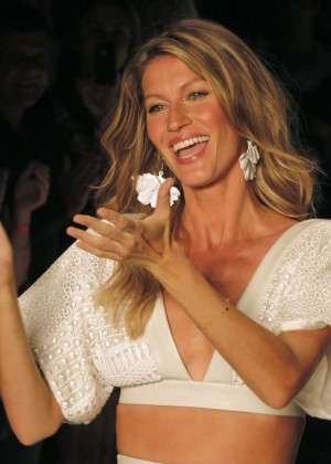 Gisele Bundchen: Catwalk at Colcci Summer 2015 Fashion Show -01