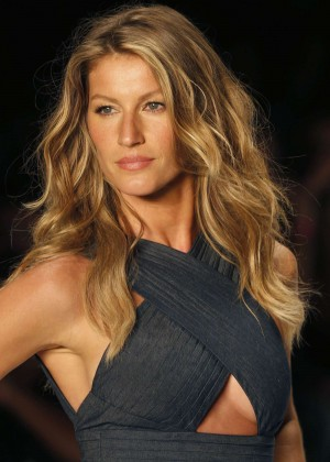 Gisele Bundchen: Catwalk at Colcci Summer 2015 Fashion Show -02