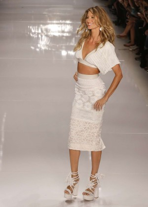 Gisele Bundchen: Catwalk at Colcci Summer 2015 Fashion Show -03