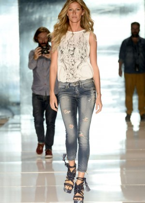 Gisele Bundchen: Catwalk at Colcci Summer 2015 Fashion Show -05