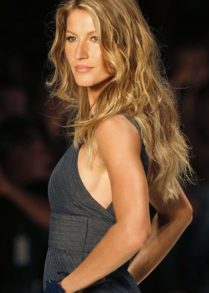 Gisele Bundchen: Catwalk at Colcci Summer 2015 Fashion Show -06
