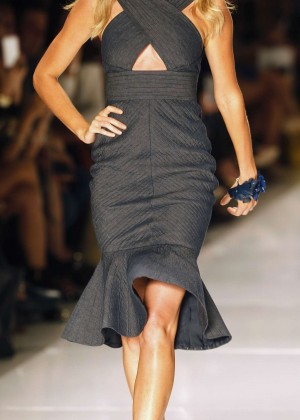 Gisele Bundchen: Catwalk at Colcci Summer 2015 Fashion Show -07