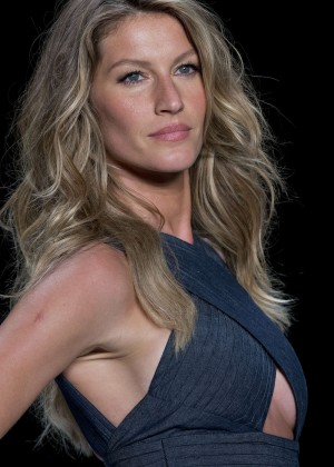 Gisele Bundchen: Catwalk at Colcci Summer 2015 Fashion Show -10