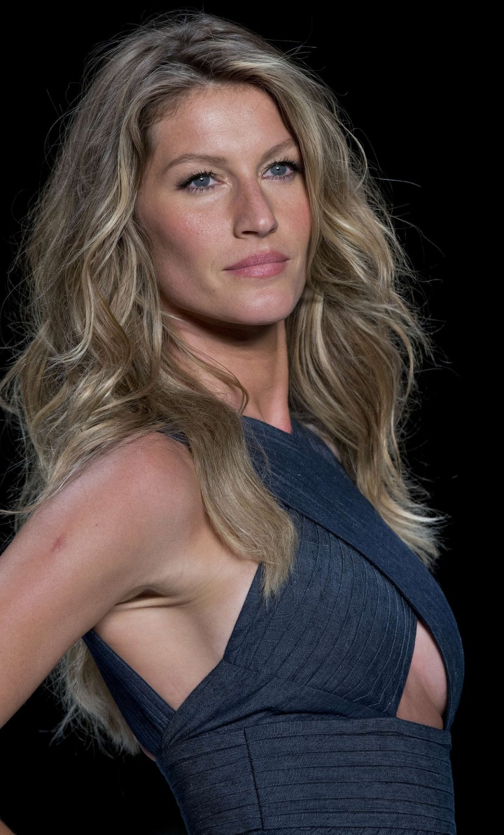 Gisele Bundchen: Catwalk at Colcci Summer 2015 Fashion ... Gisele Bundchen