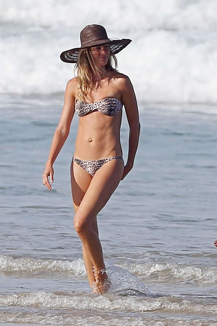 Gisele Bundchen Bikini Photos: in Costa Rica -03