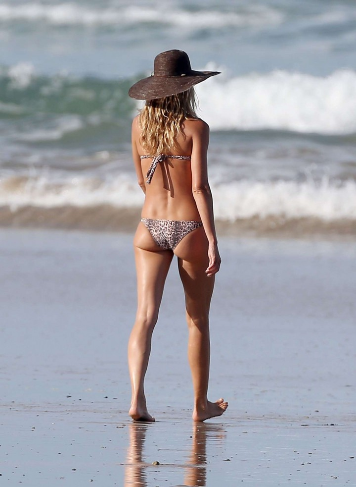 Gisele Bundchen Bikini Photos: in Costa Rica -10