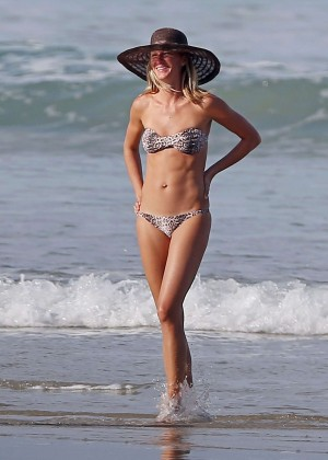 Gisele Bundchen Bikini Photos: in Costa Rica -13