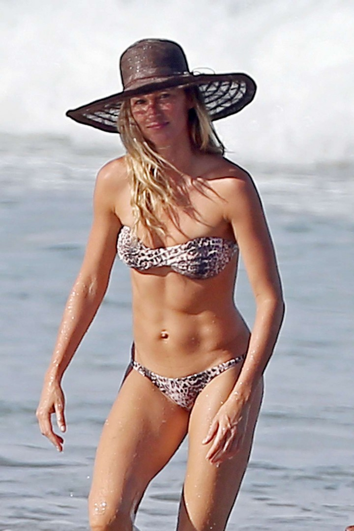 Gisele Bundchen Bikini Photos: in Costa Rica -19