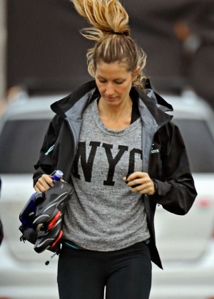 Gisele Bundchen in Leggings Leaving a Gym in Boston