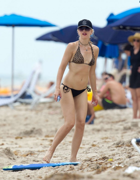 Gwen Stefani – Hot bikini photos-11