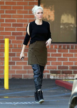 Gwen Stefani - Leaving A Medical Building In Los Angeles