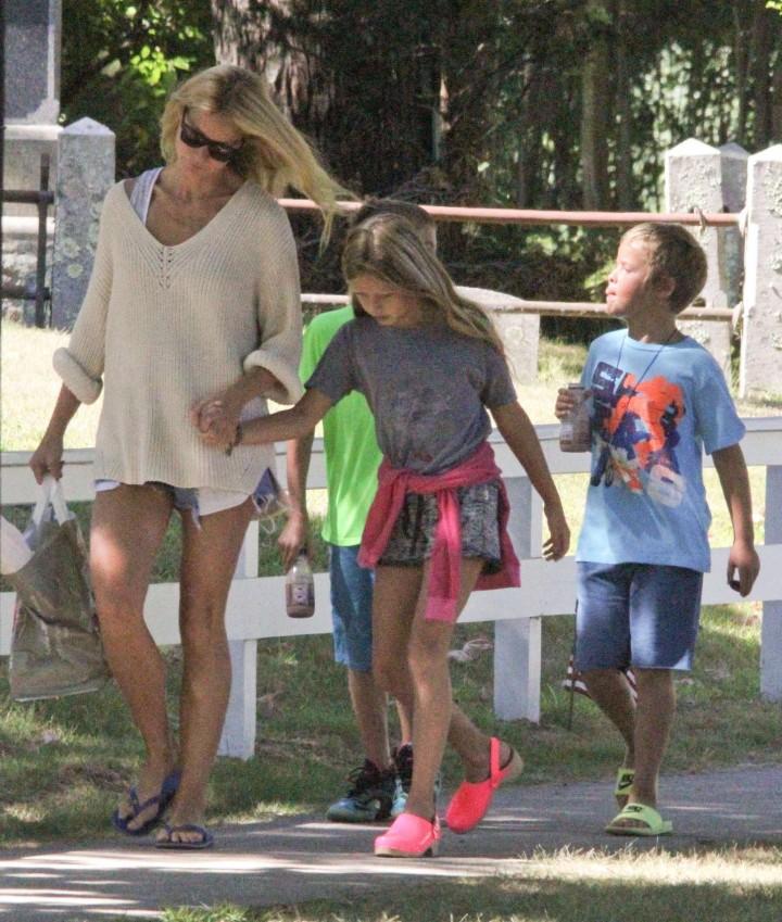 Gwyneth Paltrow in shorts -04