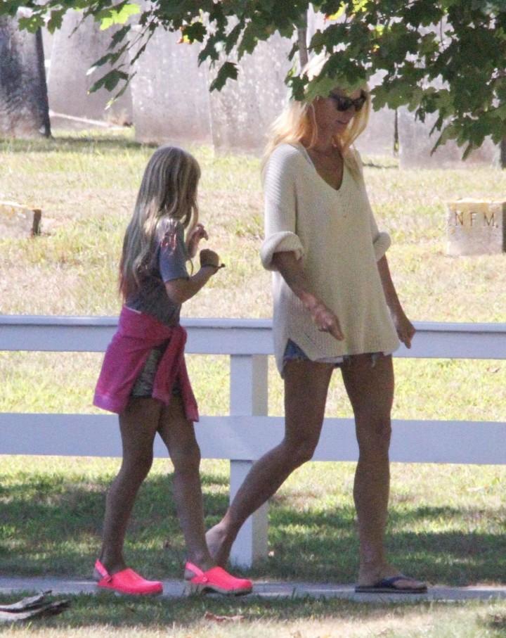 Gwyneth Paltrow in shorts -05
