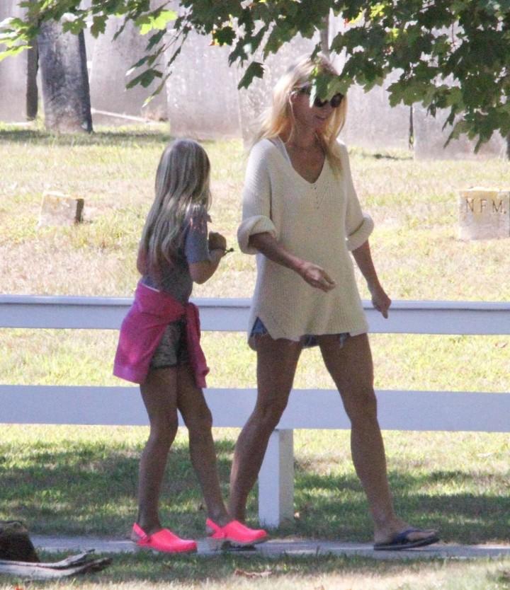 Gwyneth Paltrow in shorts -09