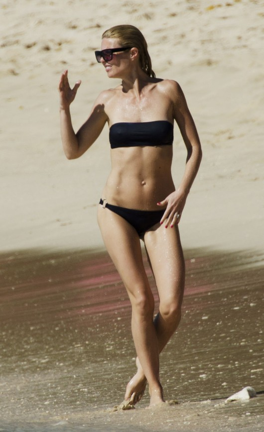 gwyneth-paltrow-bikini-candids-in-barbados-feb-2011-10