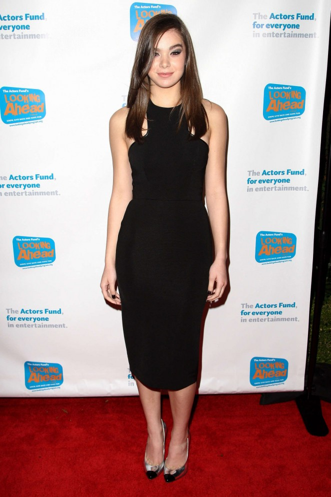 Hailee Steinfeld: 2014 Looking Ahead Awards -10