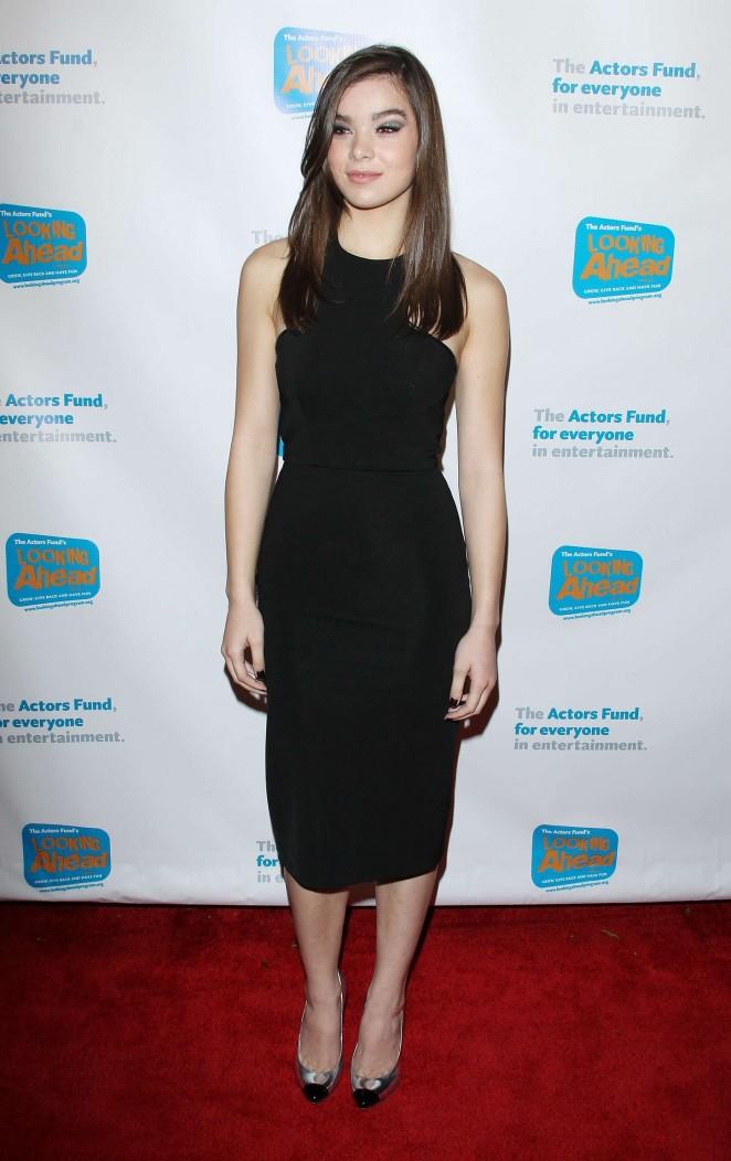 Hailee Steinfeld: 2014 Looking Ahead Awards -17