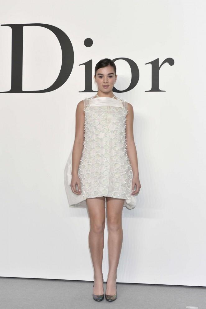 Hailee Steinfeld – Esprit Dior Fashion Show in Tokyo