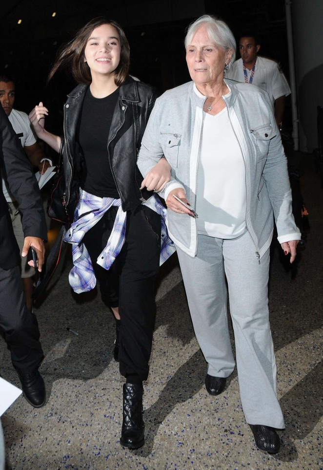 Hailee Steinfeld at LAX Airport -04