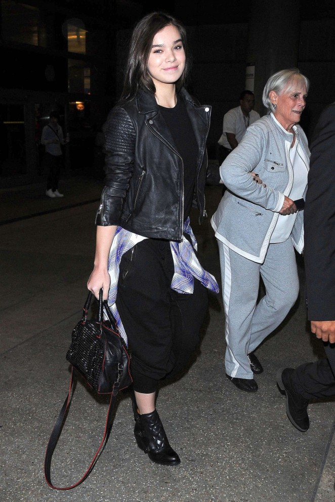 Hailee Steinfeld at LAX Airport -06