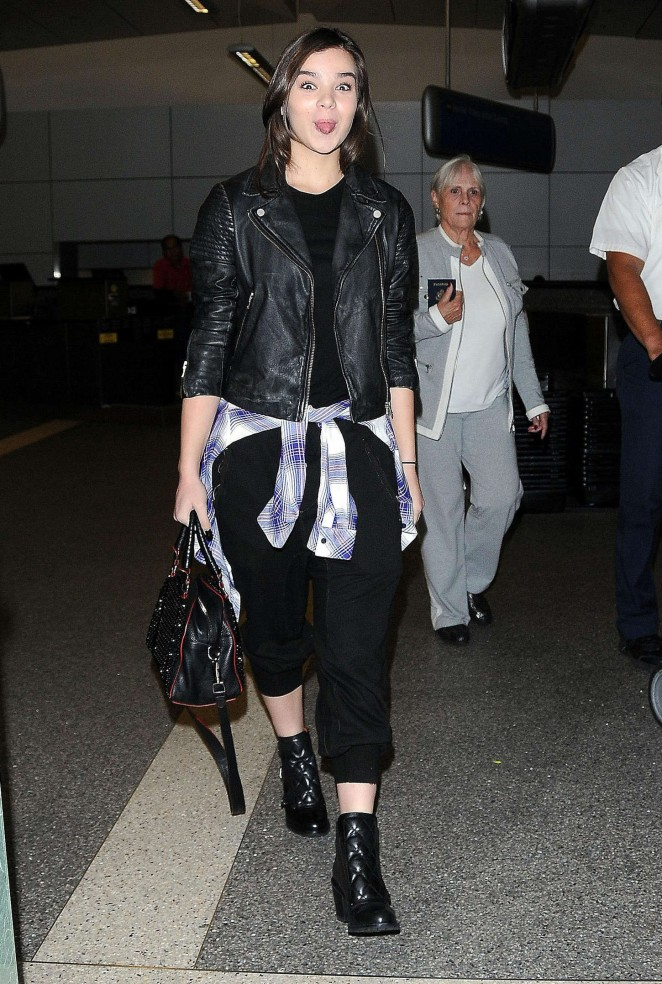 Hailee Steinfeld at LAX Airport -08