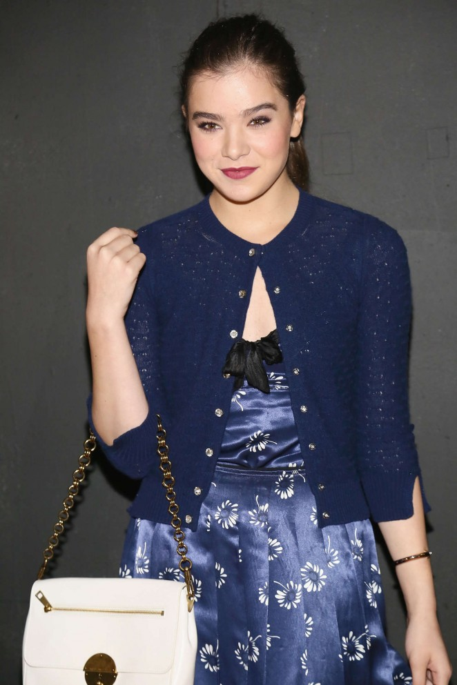 Hailee Steinfeld – Marc Jacobs Fashion Show in NYC