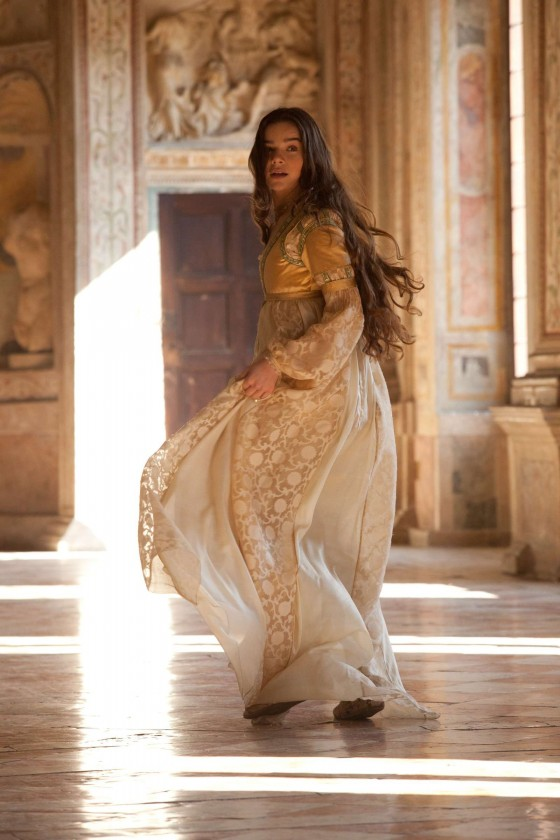 Hailee Steinfeld: Romeo and Juliet set -05 - GotCeleb