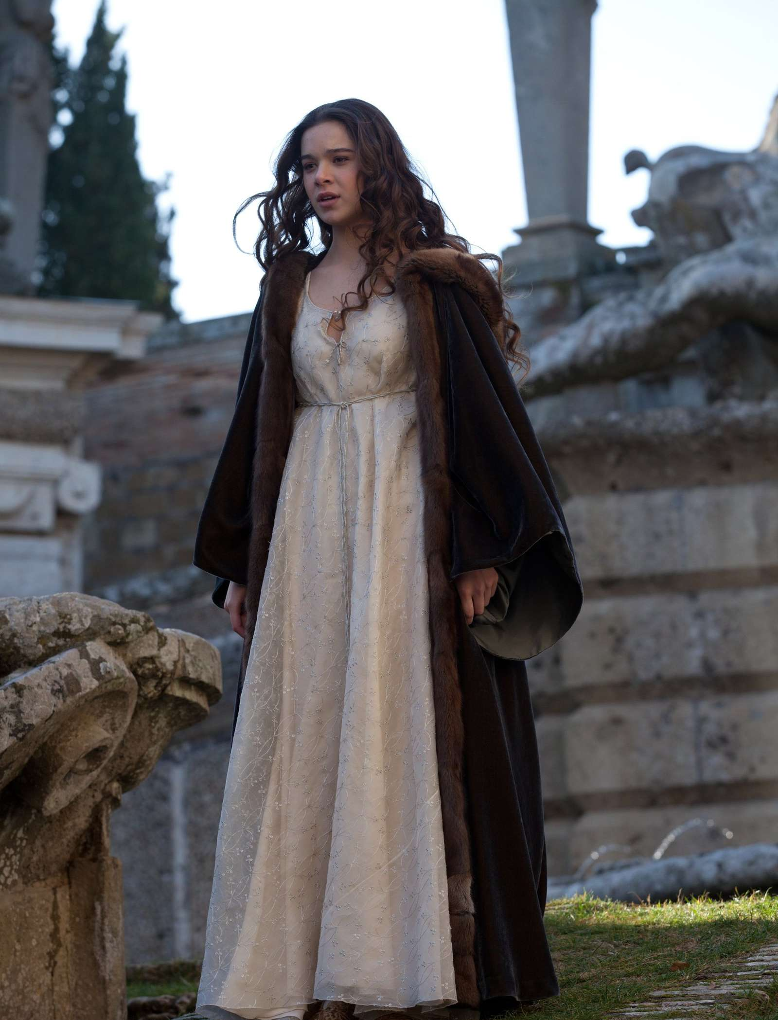 Hailee Steinfeld: Romeo and Juliet set -12 - GotCeleb