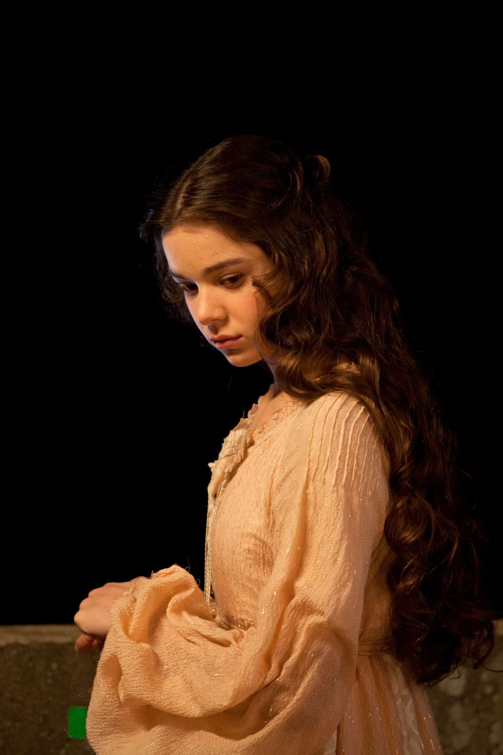 Hailee Steinfeld: Romeo and Juliet set -24 - GotCeleb