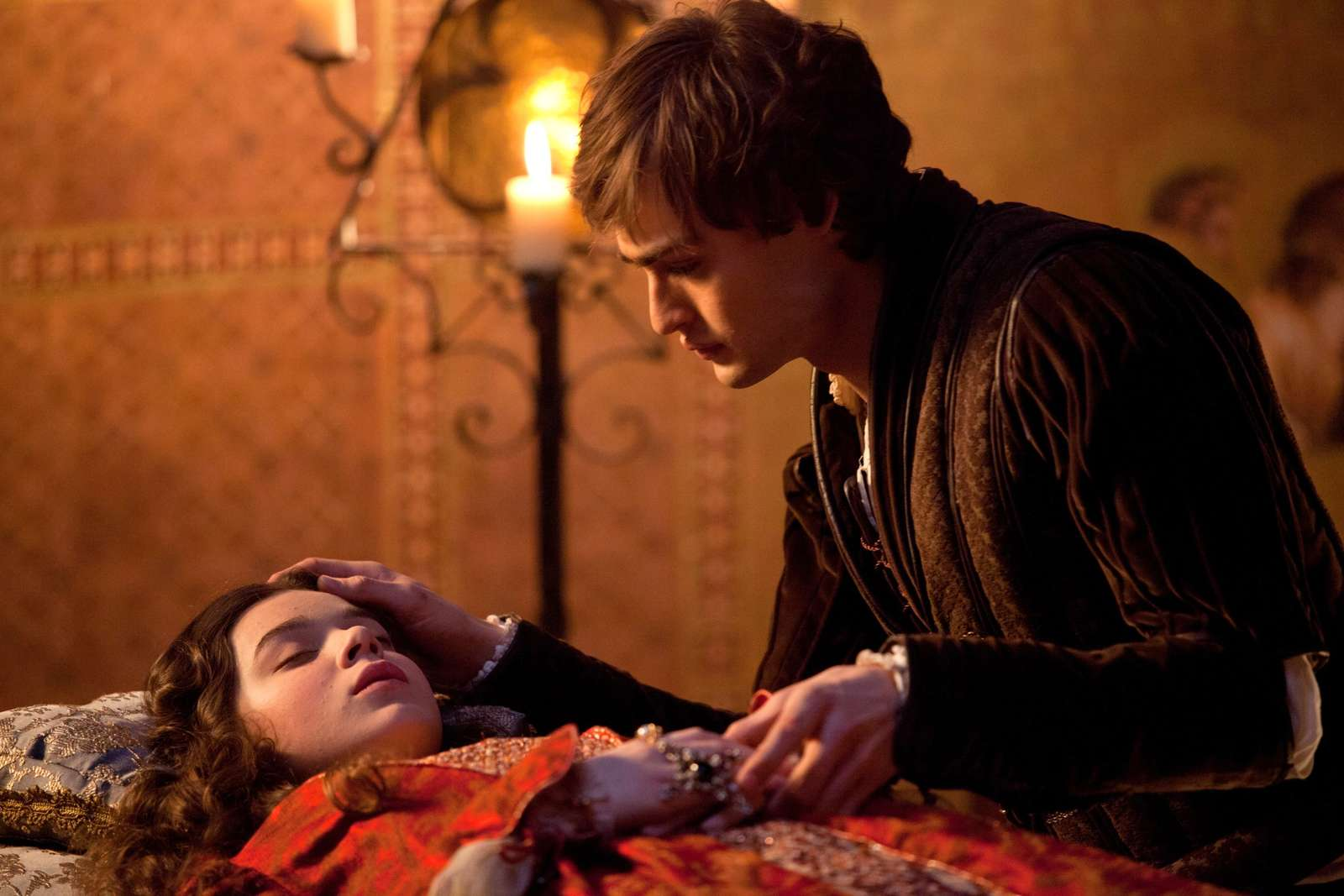 Hailee Steinfeld: Romeo and Juliet set -29 - GotCeleb