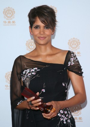 Halle Berry: 2014 Huading Film Awards -09