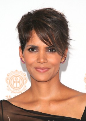 Halle Berry: 2014 Huading Film Awards -14