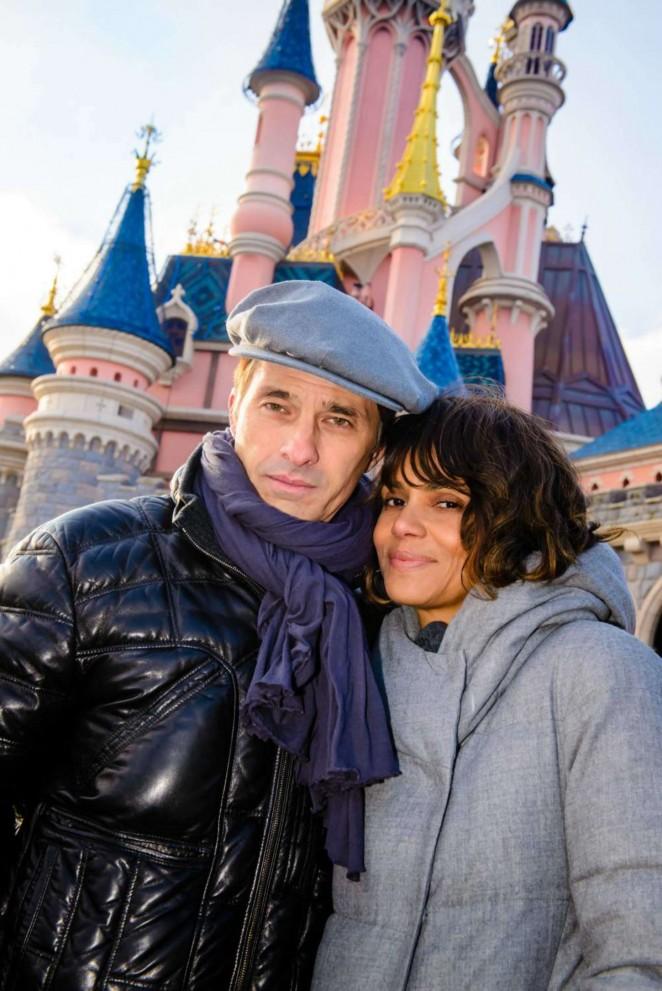 Halle Berry and Olivier Martinez - Candids in Disneyland Paris