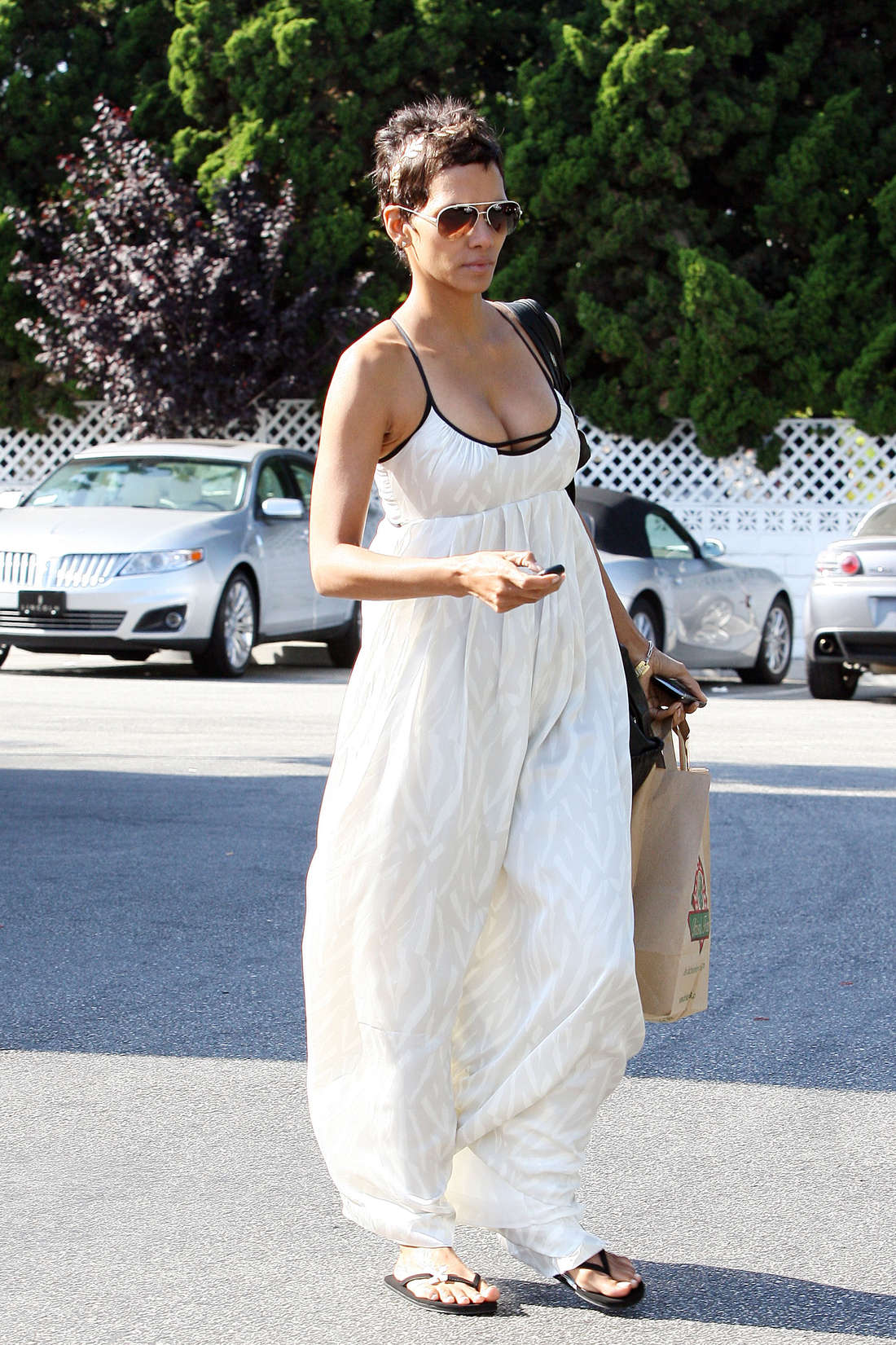 Halle Berry Cleavage Nude Photos 33