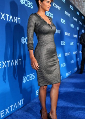 Halle Berry in tight dress -02