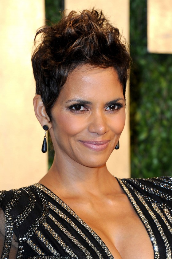 Halle Berry – Oscar 2013 – Vanity Fair Party -02
