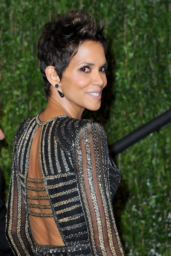 Halle Berry – Oscar 2013 – Vanity Fair Party -03
