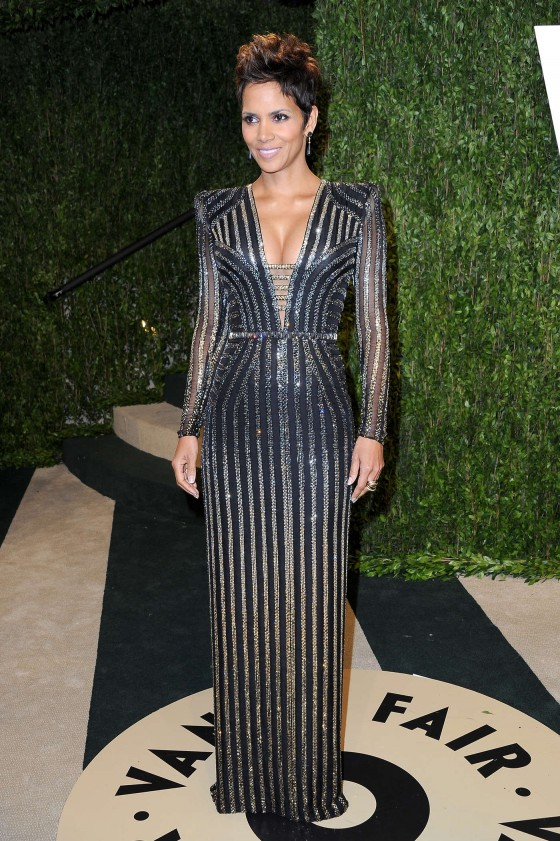 Halle Berry – Oscar 2013 – Vanity Fair Party -04