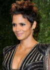 Halle Berry - Oscar 2013 - Vanity Fair Party -07