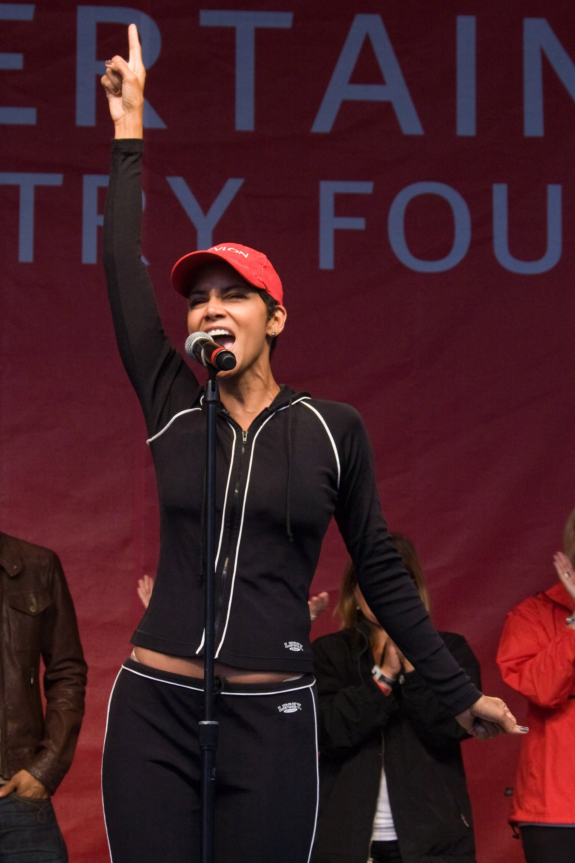 halle-berry-revlon-run-walk-for-women-in-new-york-city-11 - GotCeleb