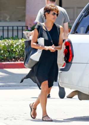 Back to post Halle Berry – Visiting a local nail spa in Malibu