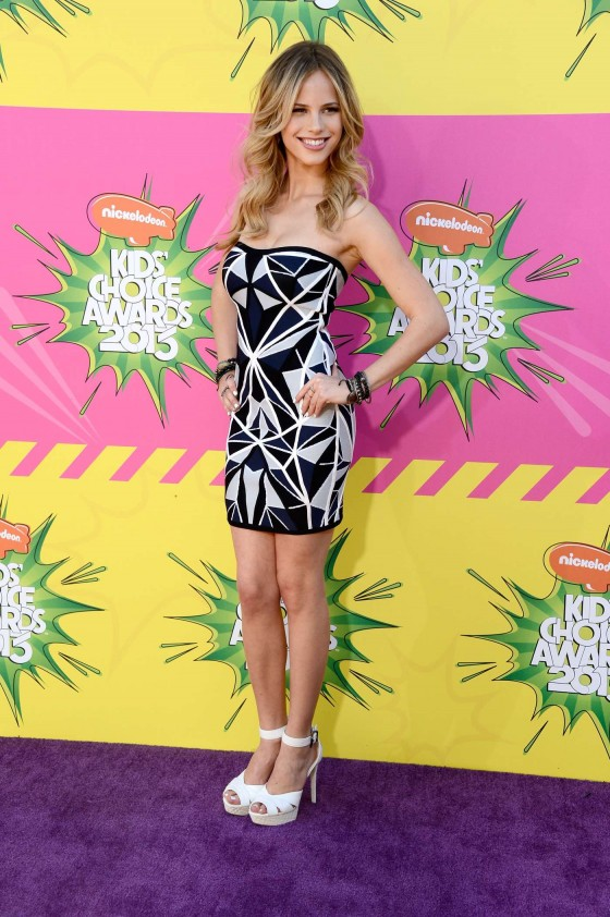 Halston Sage – 2013 Kids Choice Awards -02