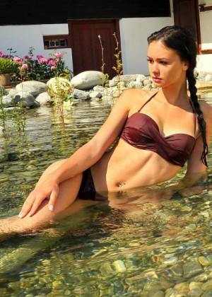 Hannah Loretz Bikini Photoshoot