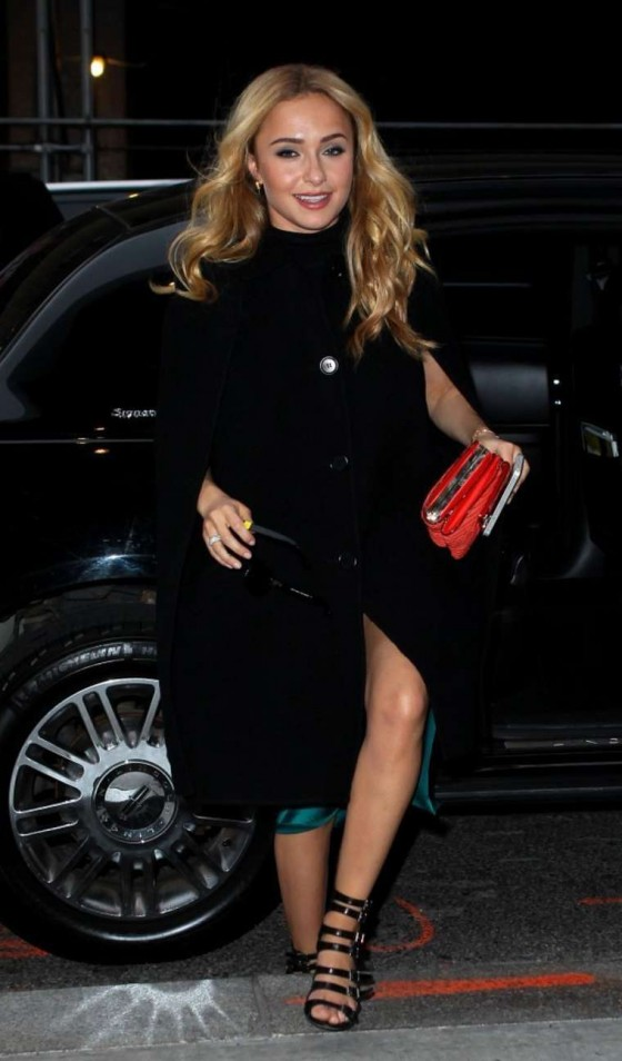 Hayden Panettiere Arrives at her hotel in NY -08