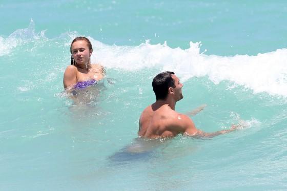 Hayden Panettiere – Bikini -27